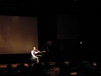 ピアノコンサートのアナウンス